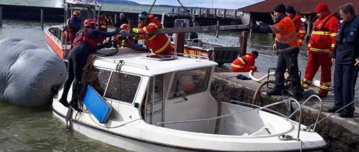 Motorboot im Schutzhafen untergegangen